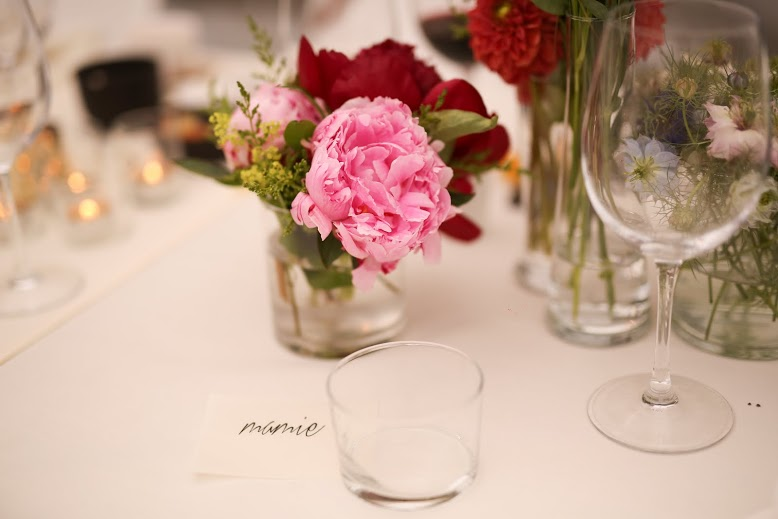Studio marie fleur omringd door bloemen - Studio decoratie ...